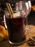 水罐被仔细考虑的酒 免版税库存图片