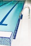 水色公园池台阶游泳 库存图片