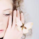 蝴蝶纵向妇女 免版税库存图片