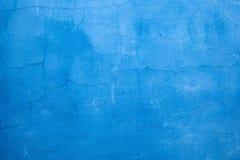 破裂的蓝色墙壁油漆 免版税库存照片