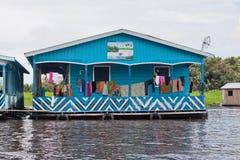 巴西浮动的房子典型的马瑙斯 免版税库存图片