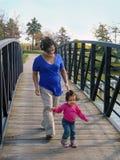 年轻人孕妇和小孩女儿 图库摄影