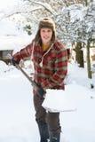 年轻人结算雪 免版税图库摄影