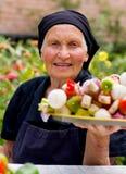 年长食物新鲜的妇女 库存图片