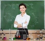 兴高采烈的化学教师 库存照片