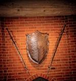 年龄金属中间盾剑二 免版税库存照片