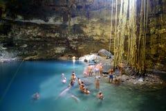 洞cenote墨西哥 免版税图库摄影