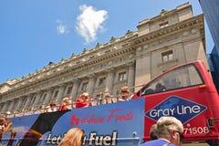 Ônibus dobro de Decker Hop On Hop Off em New York City Imagens de Stock