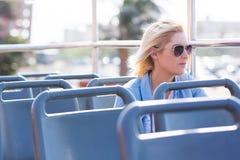 Ônibus pensativo da mulher Imagens de Stock