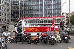 Ônibus sightseeing do turista em Genebra Imagens de Stock