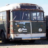 Ônibus velho para fora oxidado Fotos de Stock Royalty Free