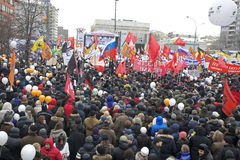 000 100 som avenyn sammanfogar den moscow protesten, samlar sakharov Arkivfoton