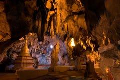 000 8 buddhas ανασκάπτουν το χρυσό pindaya Στοκ εικόνα με δικαίωμα ελεύθερης χρήσης