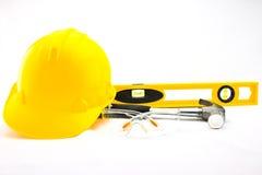 001个安全帽查出的工具 免版税图库摄影
