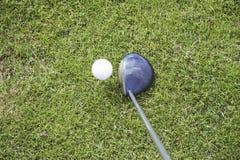 01个球高尔夫球发球区域 免版税库存照片