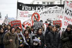 01 09 athens personer som protesterar Arkivfoto