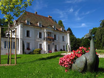 01 chateau des le locle monts switzerland Arkivfoton