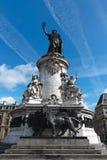 01 de la巴黎安排republique雕象 免版税库存图片