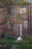 01 dilapidated hus Arkivfoton