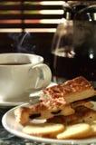 02个饼干新鲜的热茶 免版税库存图片