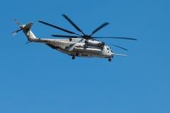 02架直升机海军陆战队员 库存照片