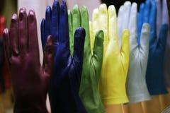 02 färgade handskar Arkivfoton