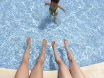 02 hotelowy basen relaksuje Fotografia Royalty Free