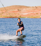 03个女孩湖powell wakeboarding的年轻人 库存照片