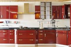 03个机柜深门厨房现代红色 免版税库存图片