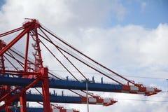 03台起重机德国汉堡港口栈桥 免版税图库摄影
