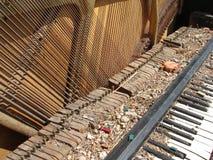 03 σπασμένο πιάνο Στοκ Φωτογραφία