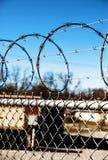 04 förse med en hulling stakettråd royaltyfri bild
