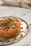 0433 tartare salmon na placa Imagem de Stock Royalty Free