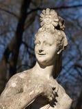 05个庭院彼得斯堡圣徒雕塑夏天 免版税图库摄影
