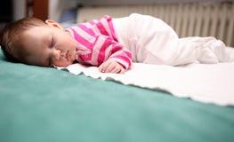 05 behandla som ett barn att sova Arkivbilder