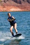06个女孩湖powell wakeboarding的年轻人 库存图片
