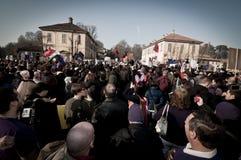 06 arcore 2011 demonstracj Luty trzymający Obrazy Royalty Free