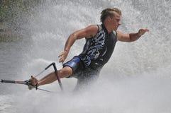 07赤足滑雪者水 库存图片