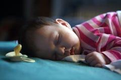 07 behandla som ett barn att sova Royaltyfri Fotografi