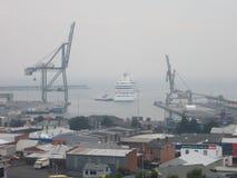 08 Januari 2013: Bushfire, Tasmanige: Het schip van de cruise in Haven Burnie Stock Foto's
