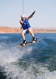 09个湖wakeboarding人的powell 免版税库存照片