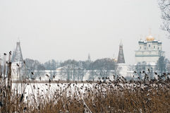 1个修道院冬天 免版税库存照片