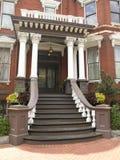 1个入口有历史的房子 免版税库存照片