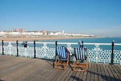 1个布赖顿deckchairs码头 免版税库存照片