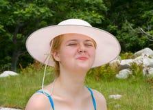 1个帽子妇女年轻人 免版税库存照片