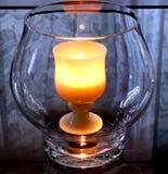 1个灼烧的杯子 免版税库存图片