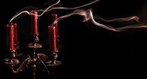1个盛开的蜡烛烛台 免版税库存照片