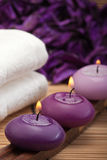1个紫色放松温泉 免版税库存图片