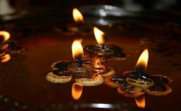 1个蜡烛浮动 免版税库存图片