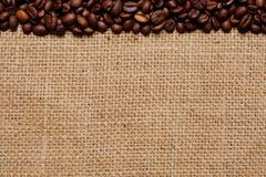 1份豆粗麻布咖啡 免版税库存照片